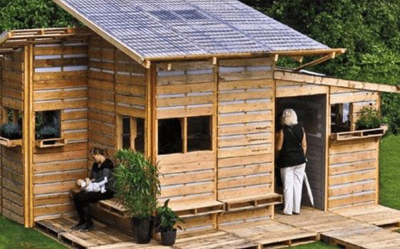 Рационални решения и иновативен дизайн – проектиране на къщи от палети